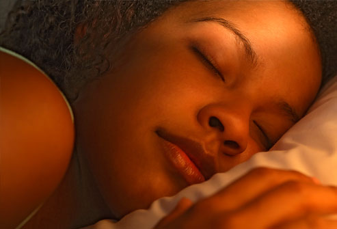 Người phụ nữ trẻ ngủ, cận cảnh